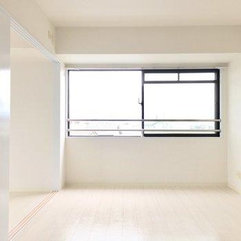 幅いっぱいの窓♪明るさもしっかりあります。