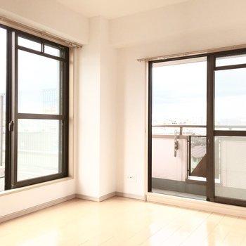 洋室②】窓が多いと開放的で気持ちいい♪
