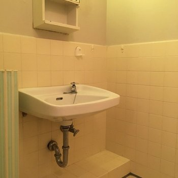 お風呂と2点ユニットになっている洗面台