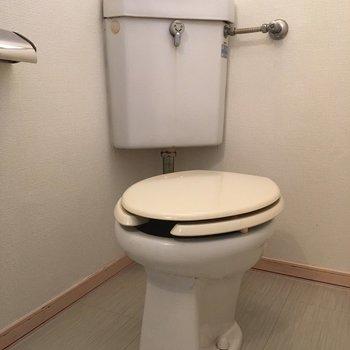 トイレはレトロですね…