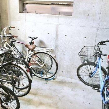 共用部】駐輪場は建物内にあるでの、盗難の心配はなさそう。