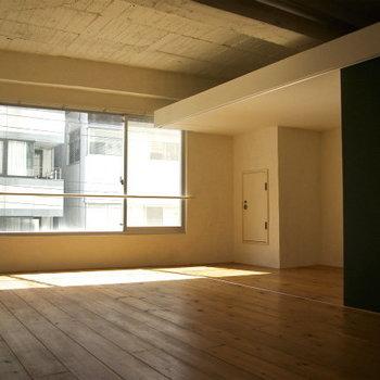無垢と陽射し※写真は3階の同間取り別部屋のものです