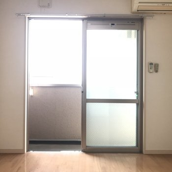 窓があって エアコンもついてます!※写真は4階同間取り別部屋のものです