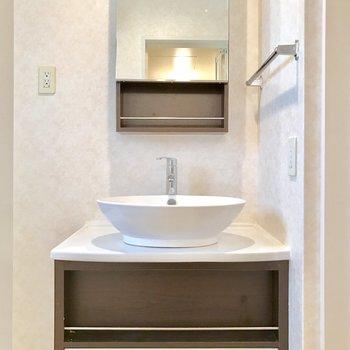 スッキリとした洗面台。