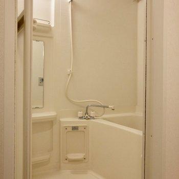 浴室はゆったりサイズ。浴室乾燥機もあります。※ 写真は前回募集時のものです