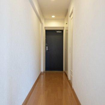 廊下へ。水周りを見ていきましょう。※ 写真は前回募集時のものです