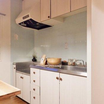 【DK】ミントグリーンとホワイトの爽やかなキッチン。※家具・雑貨はサンプルです