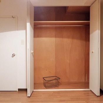 【洋室4.6帖】クローゼット。お洋服をたくさん詰めて。※家具・雑貨はサンプルです