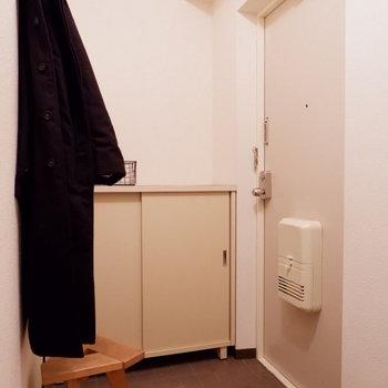 玄関スペースはゆったり。※家具・雑貨はサンプルです