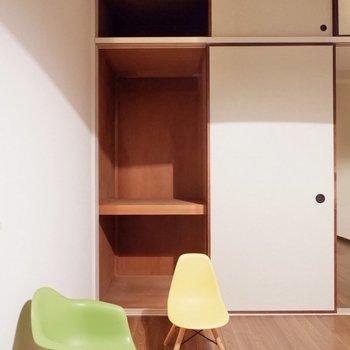 【洋室6帖】寝具や日用品の収納としても使うと良いかも。※家具・雑貨はサンプルです