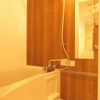 お風呂は落ち着く感じ※写真は5階の同間取り別部屋のものです