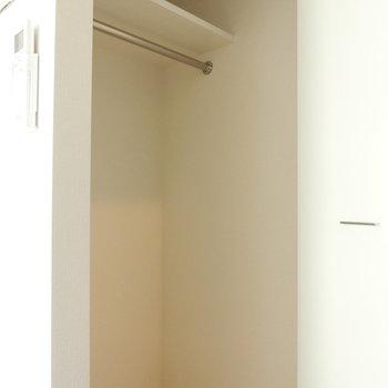 クローゼット広々※写真は5階の同間取り別部屋のものです