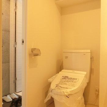 温水洗浄付きトイレ※写真は5階の同間取り別部屋のものです