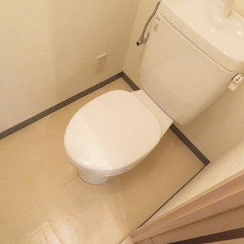 トイレは玄関横です