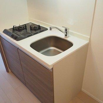 キッチンは狭いかな※写真は2階の反転間取り別部屋のものです