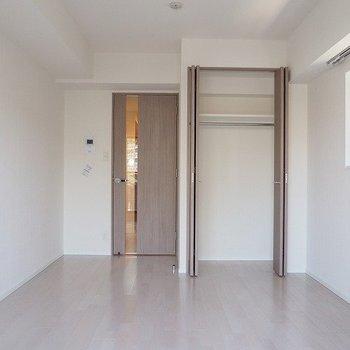 約8帖のワンルーム※写真は2階の反転間取り別部屋のものです