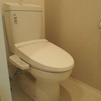 トイレはウォシュレット付きです。※写真は2階の反転間取り別部屋のものです