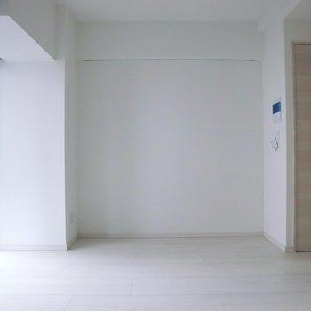 ここに一つさり気なく収納。※写真は2階の同間取り別部屋のものです