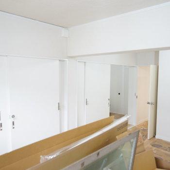 リビングです!まだ工事中です。※写真は1階の同間取り別部屋のものです