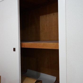 6帖の寝室の収納は大きめ!※写真は1階の同間取り別部屋のものです
