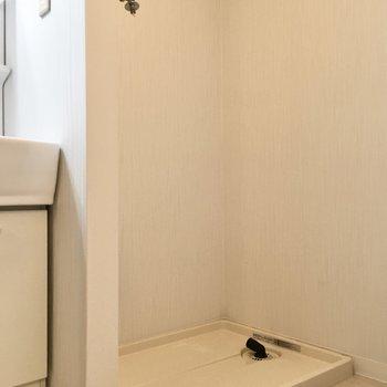 そのお隣には洗濯パンが。※写真は3階同間取り・別部屋のものです。