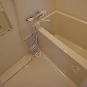 お風呂はコンパクトサイズ!※写真は同タイプの別室。