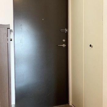 玄関はちょっと狭めかな