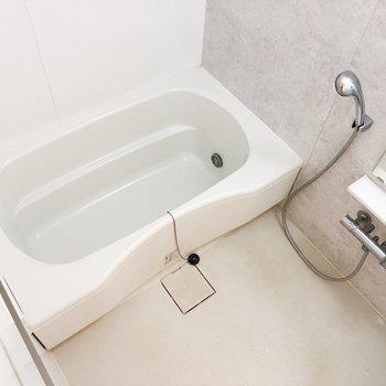 浴室乾燥機付きです※写真はクリーニング前のものです