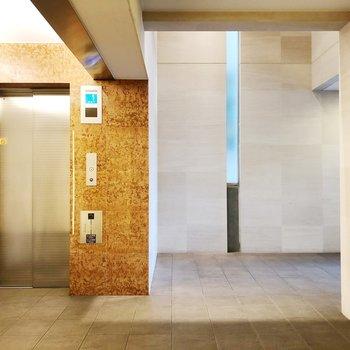エレベーターホールに高級感があります