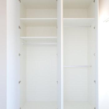 【洋室2】しっかりと容量のある収納。