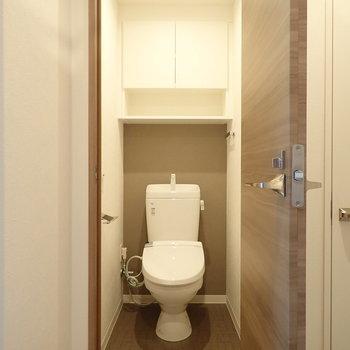 トイレはアクセントクロスで締まった印象。
