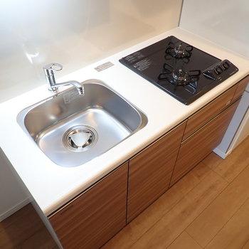 調理スペースは付属のシンクボードで広げられます※写真は7階の同間取り別部屋のものです