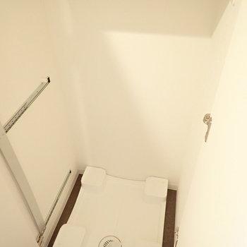 洗濯パンはキッチンのお隣に。※写真は7階の同間取り別部屋のものです