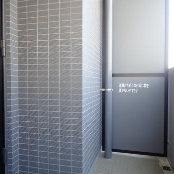 バルコニーはL字になっています。※写真は7階の同間取り別部屋のものです