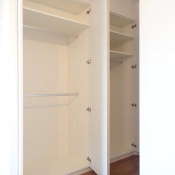 しっかりした容量の収納がふたつ並びます。※写真は7階の同間取り別部屋のものです