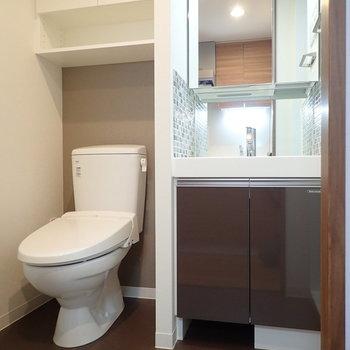 サニタリーはトイレと同室です。※写真は7階の同間取り別部屋のものです