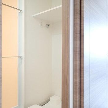 後ろには洗濯パン。 ※写真は7階の同間取り別部屋のものです