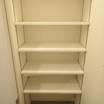 ひとつのお部屋のようなシューズボックス。※写真は7階の同間取り別部屋のものです