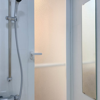 ドア側に鏡がついていました。もちろん浴室乾燥付き。