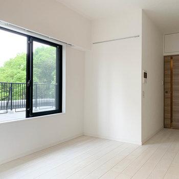 この窓がルーバルへの入り口です。