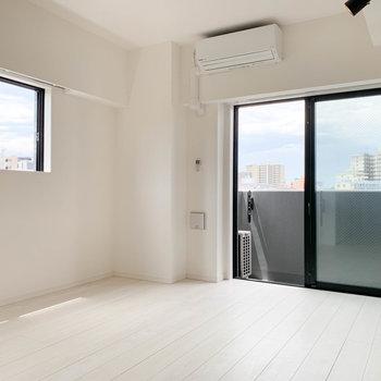 角部屋なので、風通しばっちり。※写真は5階の同間取り別部屋のものです