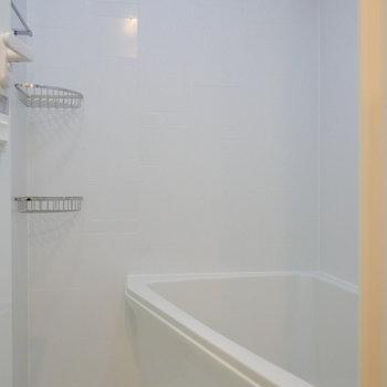 浴室はコンパクト。