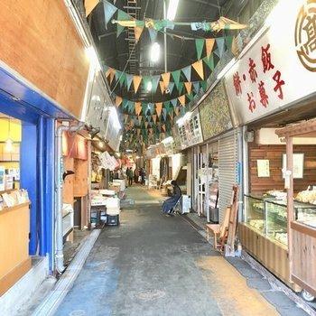 サンロード商店街以外には、柳川連合市場もすぐ近くに!