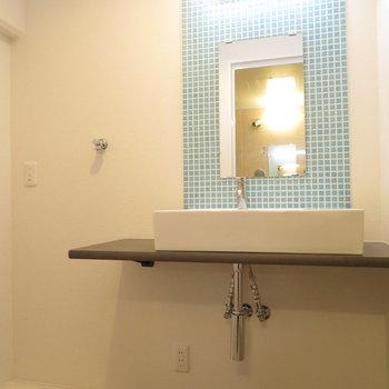 洗面台はシンプル。タイルも可愛いです