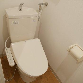シャワー付きトイレ付〜