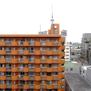 お部屋からの眺望です!お向かいのマンションとも距離があるので視線には困らない・・!