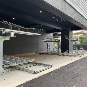マンション敷地裏手に駐輪場があります。
