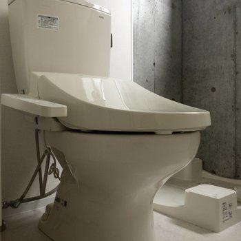 トイレはウォシュレット付き ※写真はクリーニング・通電前のものです