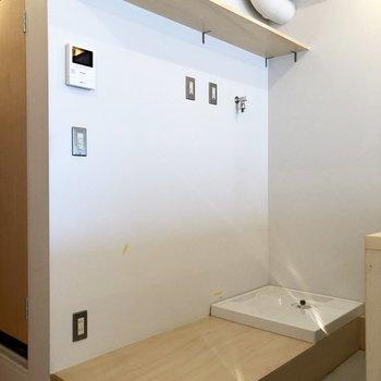洗濯機置場はキッチンスペースに。冷蔵庫の高さ決まっているので、要注意です!