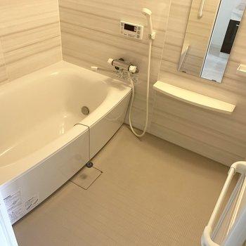 ゆったりめのお風呂。なんと浴室乾燥機付き○